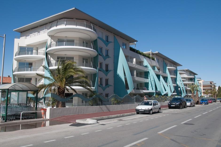Mariea fr jus voiles turquoise architecture var pyramide d - La contemporaine residence de plage las palmeras ...
